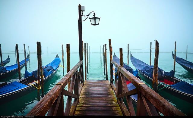 Déguster un café à l'aube sur la Place Saint-Marc à Venise.